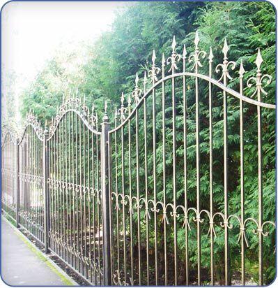 Ограда из профильных труб